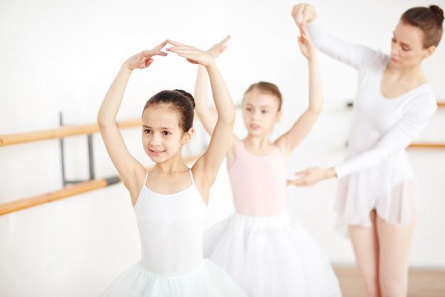 classe-di-danza-classica_1098-16350